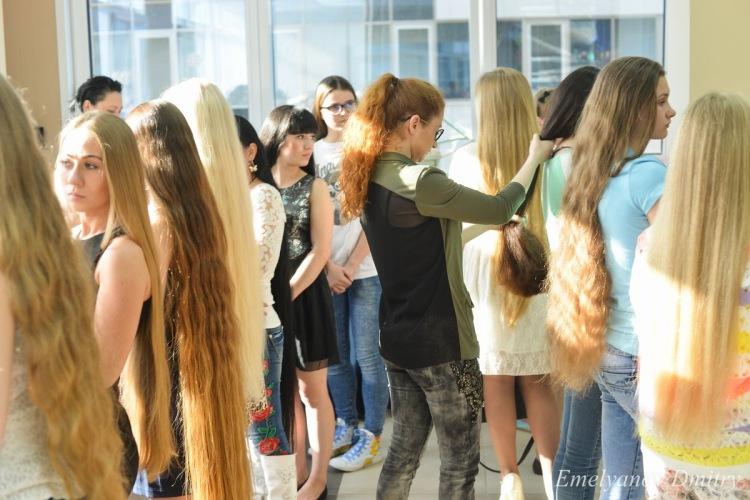 Конкурс на длинную косу в школе