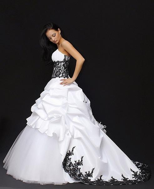 Белое свадебное платье с черной вышивкой 64