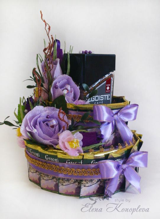 Коробка с цветами из конфет и чаем своими руками 12